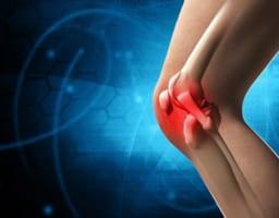 【膝が腫れたらどうすべき?】考えられる原因と対処法