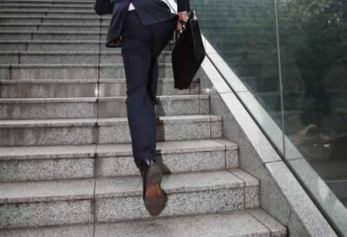 膝に良くない階段の昇り降り