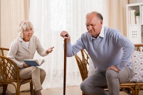 動き始めに痛いのは変形性膝関節症の症状