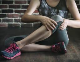 「筋肉が硬いと膝痛が起こる」を防ぐ4つの実践ストレッチ