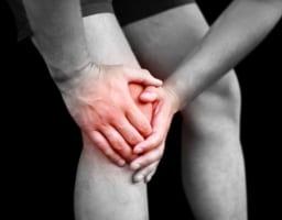 膝を曲げると痛いのはなぜ?3タイプの原因と有効な対処法