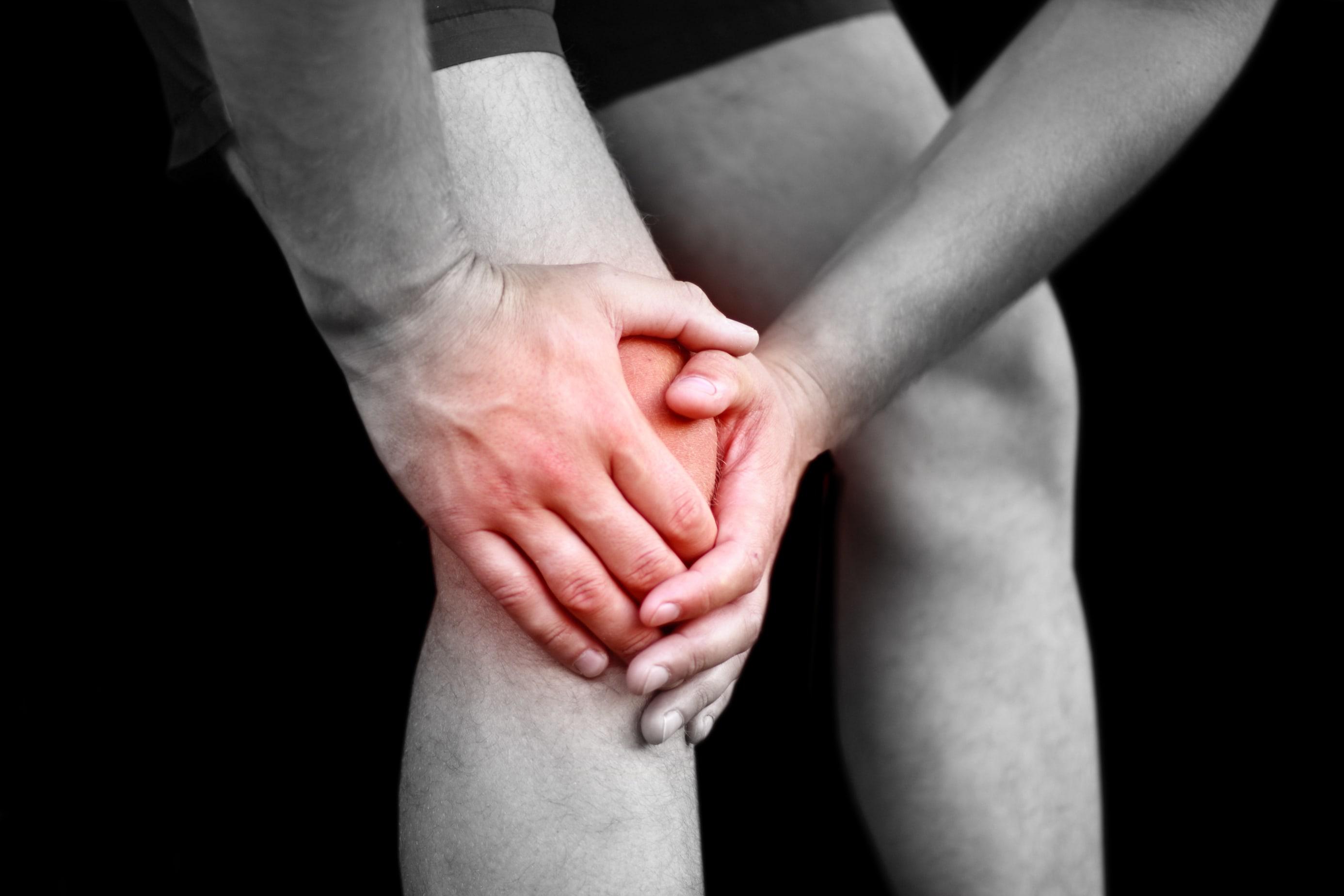 「膝を曲げると痛い」その症状別に考えられる疾患とは
