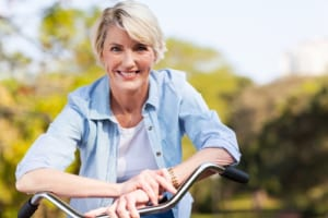 変形性膝関節症を予防して若々しい女性に