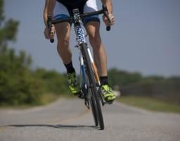 【整形外科医が解説】ロードバイクで起こる膝痛の原因と対処法