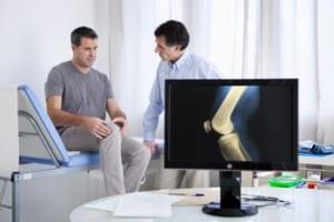 変形性膝関節症の運動治療は医師に相談