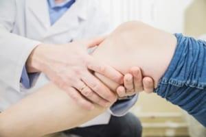 変形性膝関節症でリハビリ法を指示されている