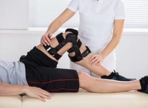 膝の捻挫の保存療法