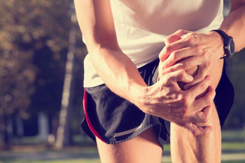 膝の捻挫をあなどるな!しっかり治してクセづけないための知識