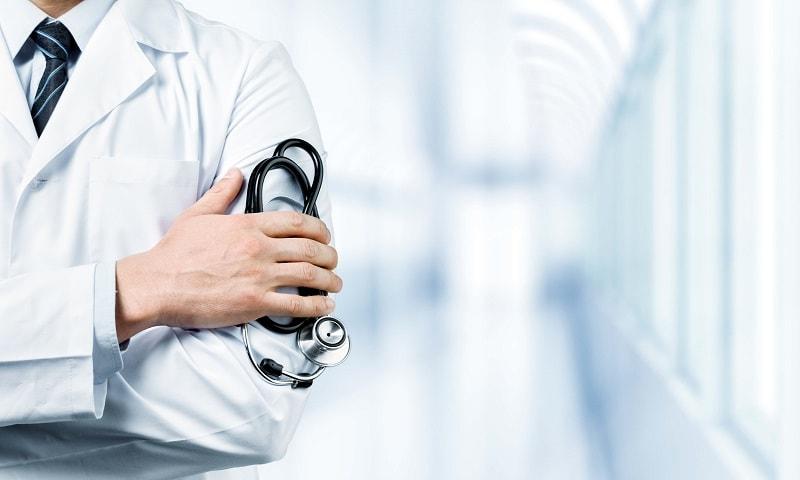 膝が痛いときはどの病院に行くべき?正しい診療科と受診タイミング