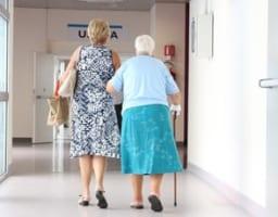 「寝たきりにさせない」変形性膝関節症の親を持つ人の心得
