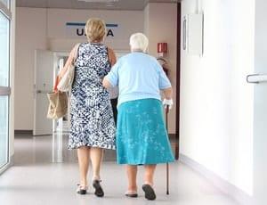 変形性膝関節症でも自力で歩く!